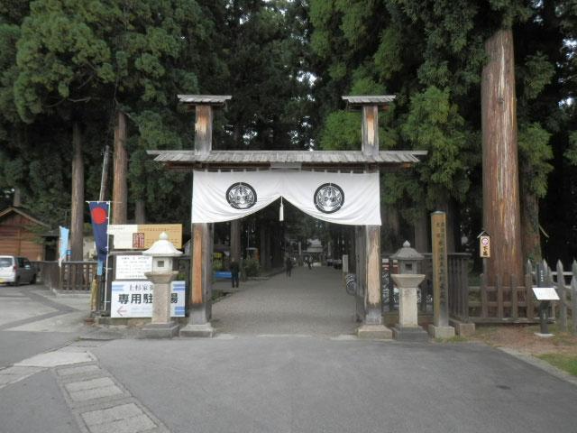 米沢観光では、上杉謙信公の上杉家御廟所を紹介しています